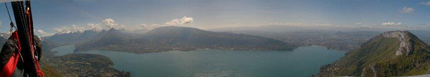 Vad du ser när du flyger ned till Annecysjön